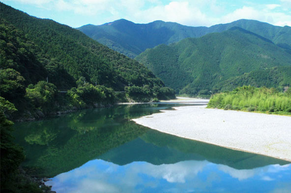 A tireless nature and holy place in Shikoku